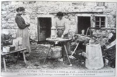 Fabrication de la fourme d'Ambert sur les hautes chaumes