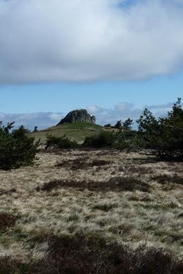 Grande pierre bazanne, mini banne d'ordanche qui culmine à 1394 m