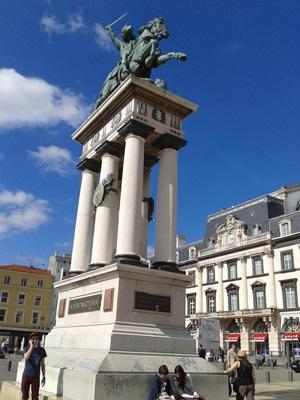 La statue de Vercingétorix, place de Jaude, lieu où l'on se donne rendez-vous