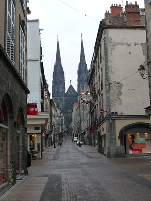 sites à visiter à Clermont Ferrand, la rue des gras