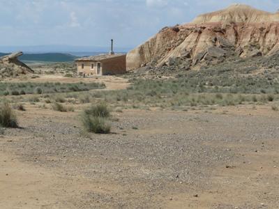 Maison perdue dans le désert