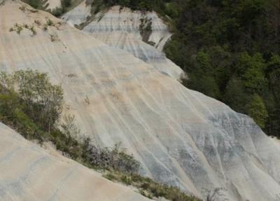 Strates de sédiments lacustres
