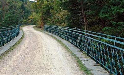 Le viaduc qui enjambe la Suissesse