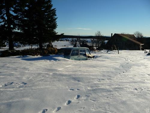 voiture sous la neige guide nature randonnee