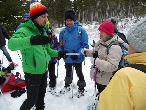 Anthony Fraisse nous fait observer les cristaux de neige