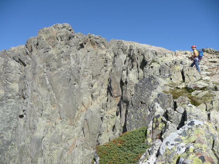 Vue sur le sommet du pic du midi d'ossau depuis le sud-ouest